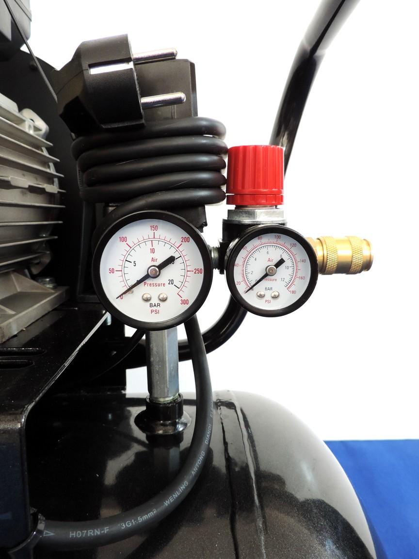 Doppio manometro visualizzatore di pressione con regolazione in uscita