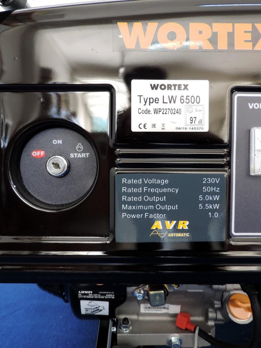 Targhetta identificativa macchina con caratteristiche tecniche, chiave di accensione elettronica