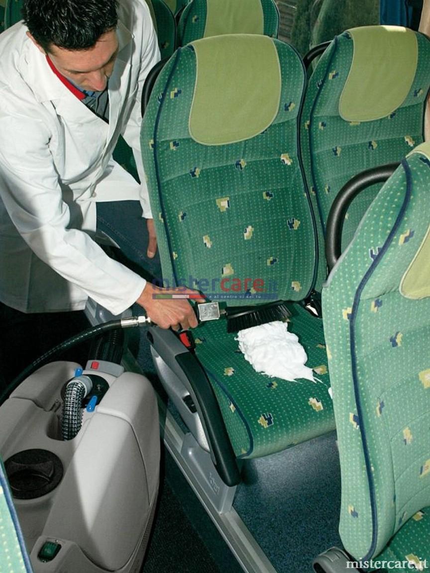 Facilmente intercambiabili con gli accessori standard (spazzola e bocchetta) permettono di pulire agevolmente tappeti e moquettes a pavimento