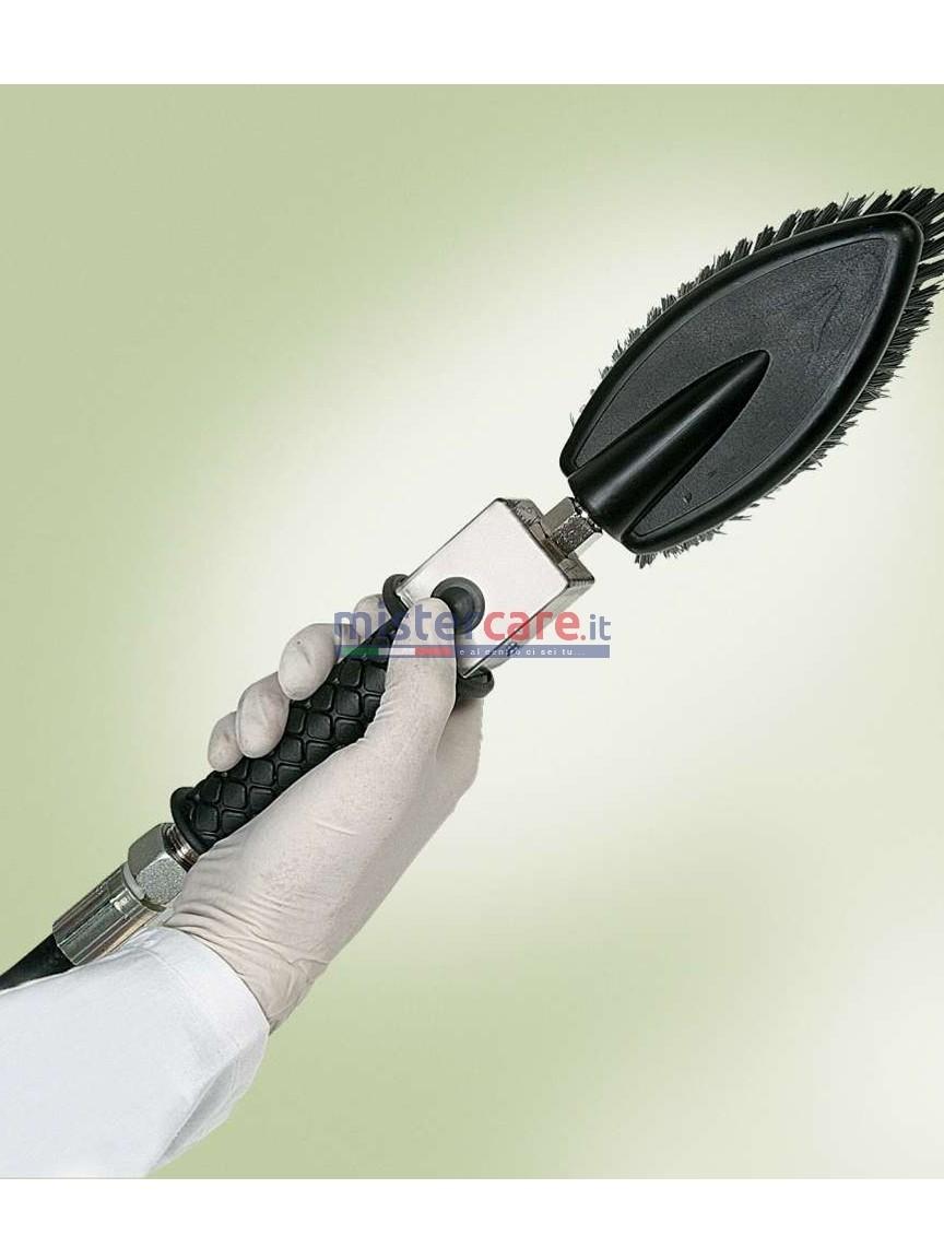 La pratica spazzola a setole per l'erogazione della schiuma è fondamentale per la pulizia delle tappezzerie