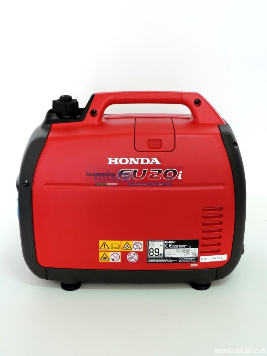 Il peso è ridotto al minimo grazie all'impiego di materiali ultraleggeri come il magnesio.
