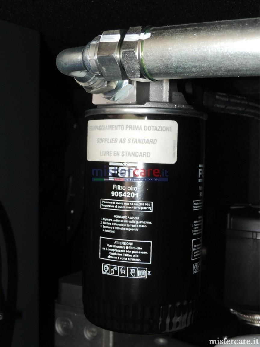 Filtri SPIN-ON: Il filtro olio e il filtro disoleatore sono facili da sostituire, hanno una lunga vita operativa e bassi costi di manutenzione.