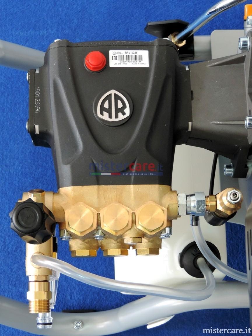 Pompa a pistoni con sistema biella-manovella