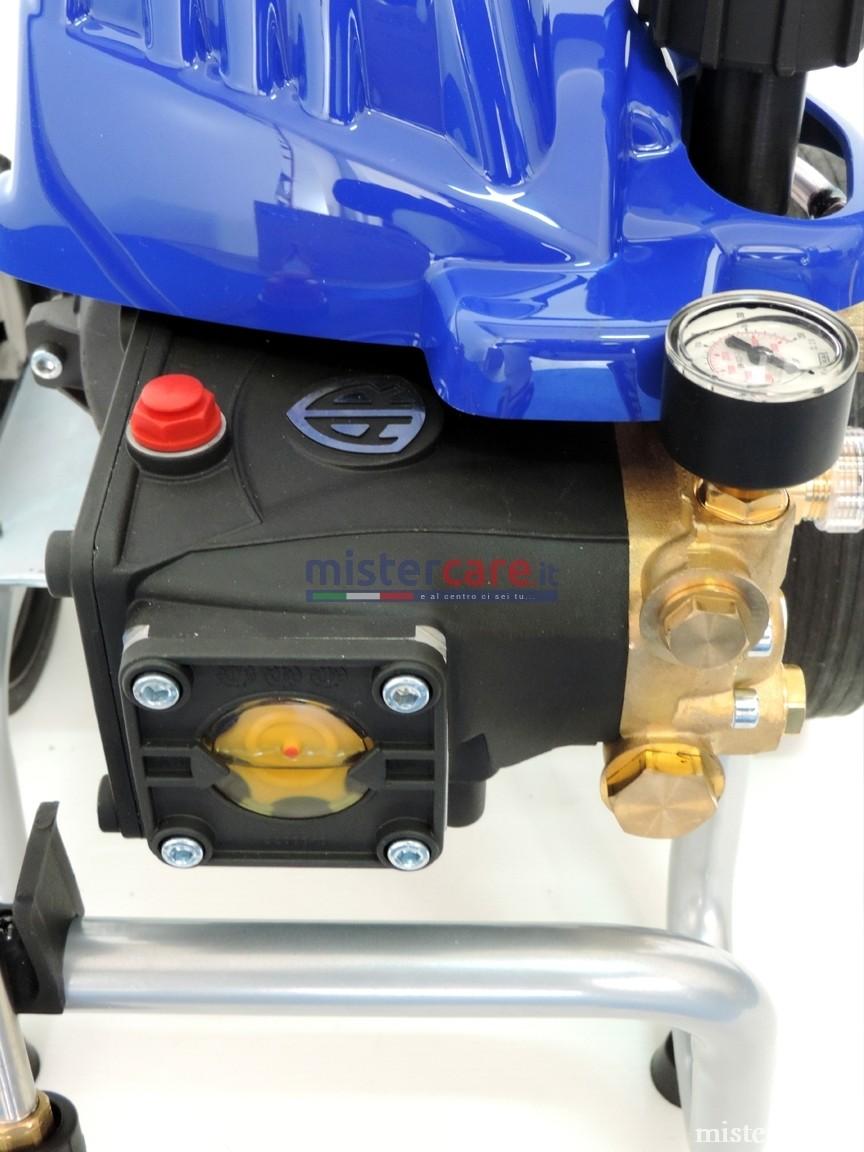 Pompa a pistoni con sistema biella-manovella ad elevate prestazioni