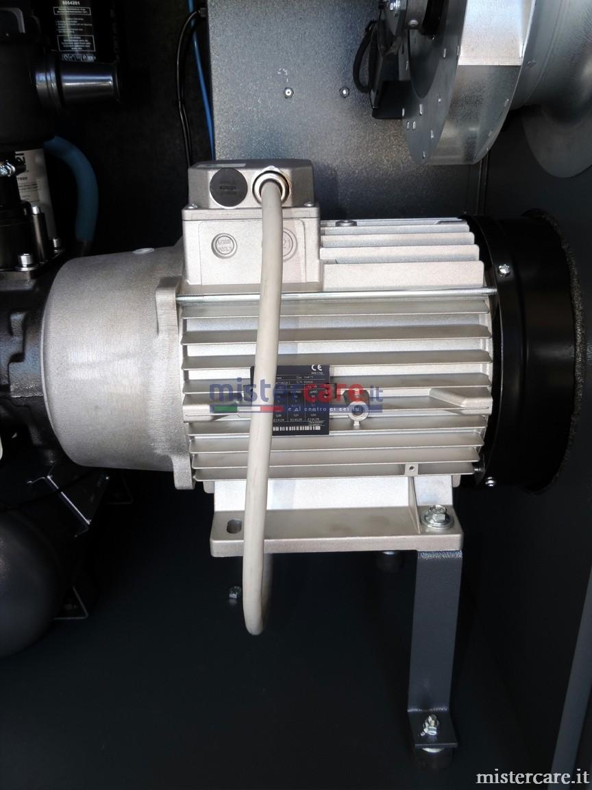 I motori IE3 ad alta efficienza, combinati con i nostri gruppi vite ad alte prestazioni, permettono di abbattere i costi legati all'energia. Inoltre, i motori IE3 riducono le emissioni di CO2: un contributo importante alla protezione dell'ambiente.