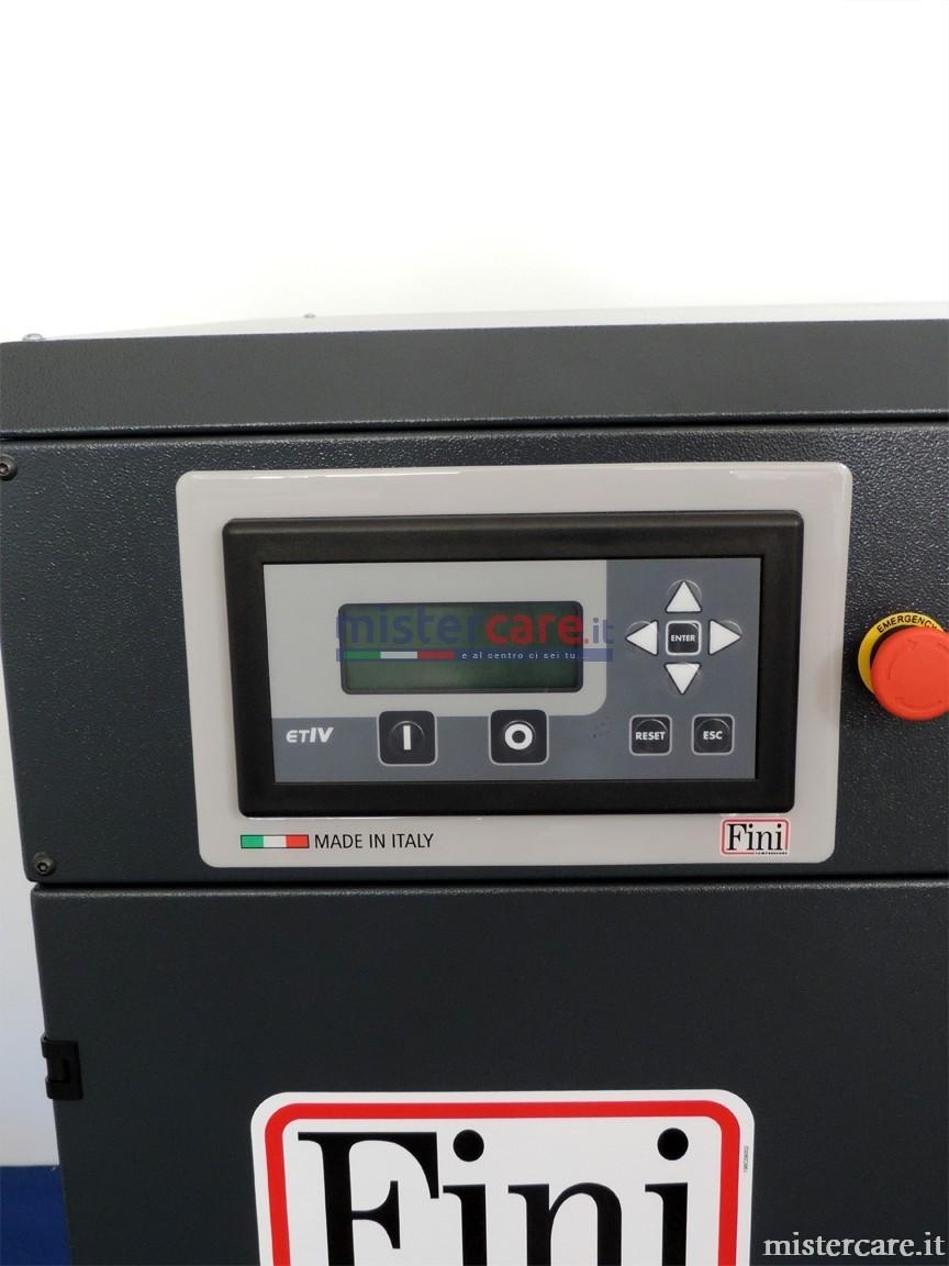 Il controllore avanzato ETIV installato sulla gamma K-MAX è stato appositamente progettato per garantire monitoraggio e regolazione ottimali del funzionamento del compressore, consentendo flessibilità e completa programmazione